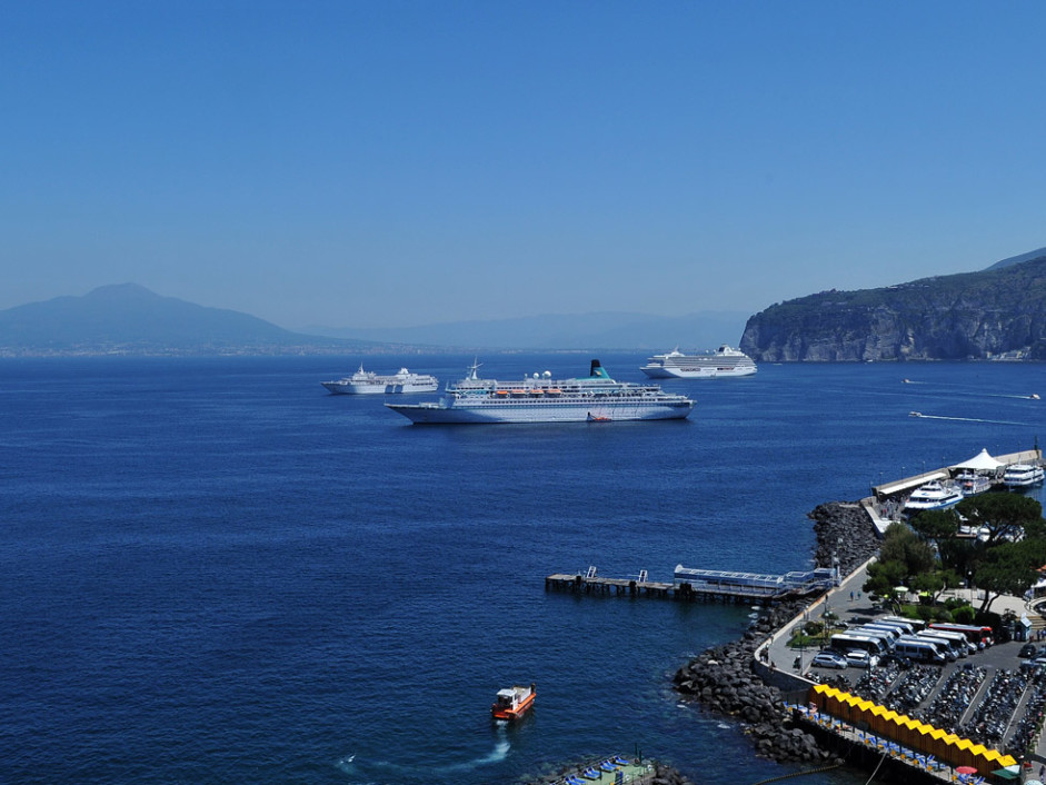 Sorrento Bay - Private tour to Pompeii and Sorrento