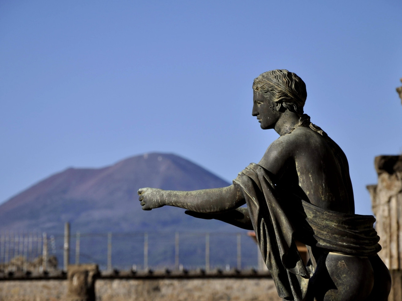 Pompeii excavations: statue of Tiberius - Private tour to Pompeii and Sorrento