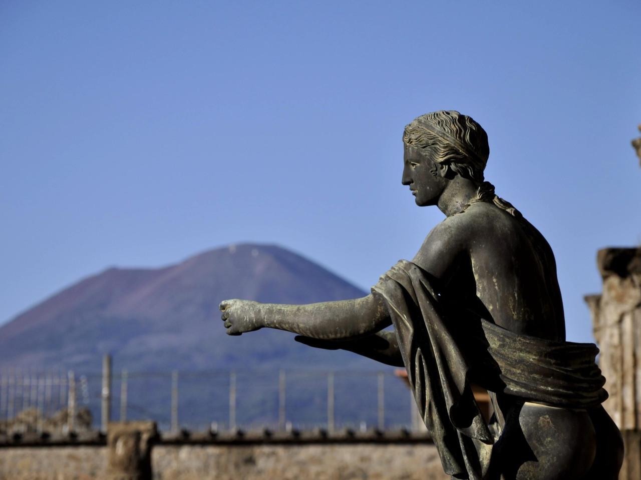 Pompei scavi : statua di Tiberio - Tour privato a Pompei e Sorrento